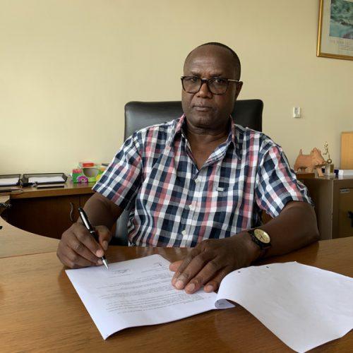 Ondertekening_overeenkomst_door_CEO_Anthony_Mandiwanza